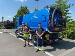 Le camion-brosse communal est parti à Rochefort !