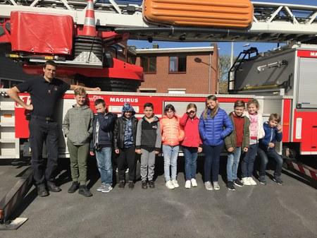 Les écoles de Buissenal et d'Oeudeghien en visite chez les pompiers