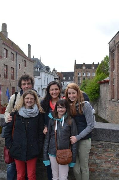 Famille d'accueil YFU et son étudiante mexicaine.JPG
